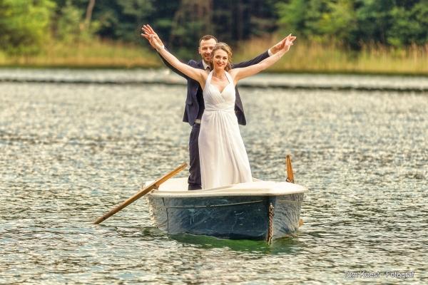 Brautpaar auf einen Ruderbot