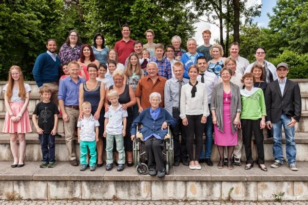 Familienfoto Portraitfoto Fotograf München Miesbach Bad Tölz Starnberg Tegernsee Schliersee Wolfratshausen Rosenheim Kufstein Sauerlach Taufkirchen Feldkirchen Holzkirchen Deutschland International
